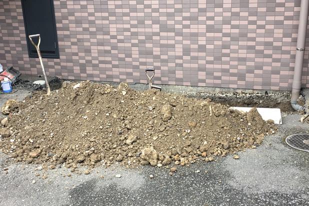 陥没箇所を掘る